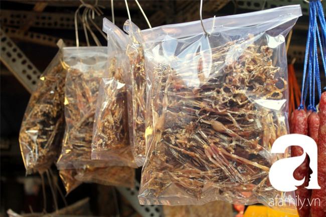 """""""Vũ nữ chân dài"""" đặc sản Biển Hồ được săn hàng dự trữ cho Tết ở Sài Gòn - Ảnh 3."""