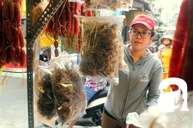 """""""Vũ nữ chân dài"""" đặc sản Biển Hồ được săn hàng dự trữ cho Tết ở Sài Gòn - Ảnh 6."""