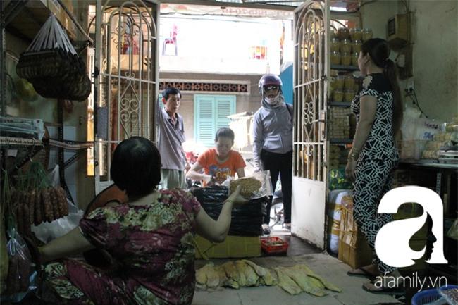 """""""Vũ nữ chân dài"""" đặc sản Biển Hồ được săn hàng dự trữ cho Tết ở Sài Gòn - Ảnh 7."""