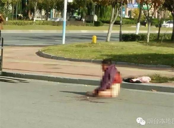Ai cũng phẫn uất khi nhìn những hình ảnh con cái hành hạ mẹ già dã man thế này - Ảnh 3.