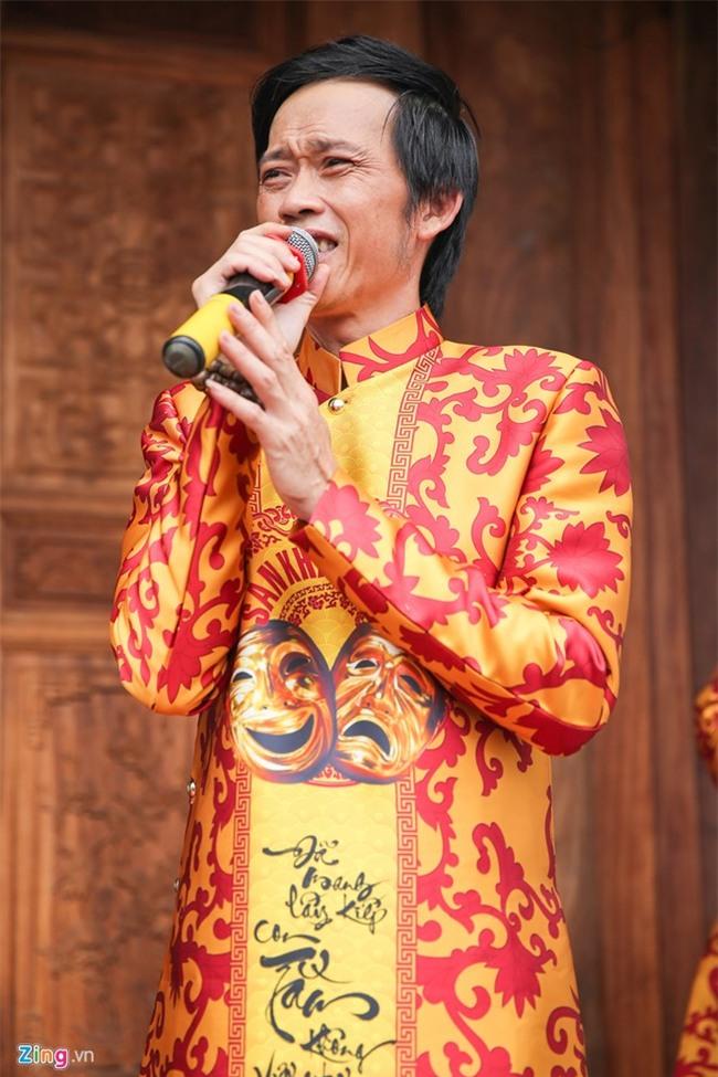 Cuộc đời ca sĩ tình nguyện trông đền thờ Tổ của Hoài Linh - Ảnh 2.