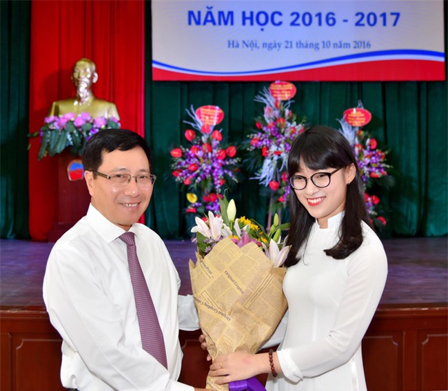Chưa tròn 18 tuổi, cô nàng bắn 7 thứ tiếng Khánh Vy đã trở thành MC dẫn bản tin thời sự quốc tế - Ảnh 4.