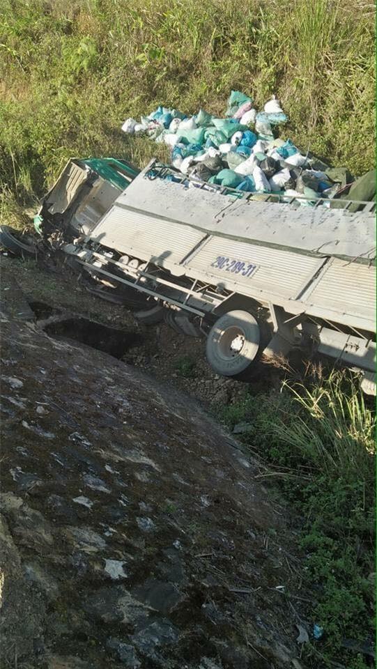 Xe tình nguyện gặp nạn ở đèo Pha Đin, 3 người thương nặng