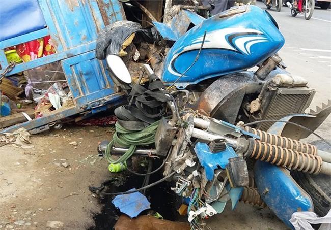 Xe tải tông chết hai mẹ con đang ngủ trong quán giải khát - Ảnh 1.