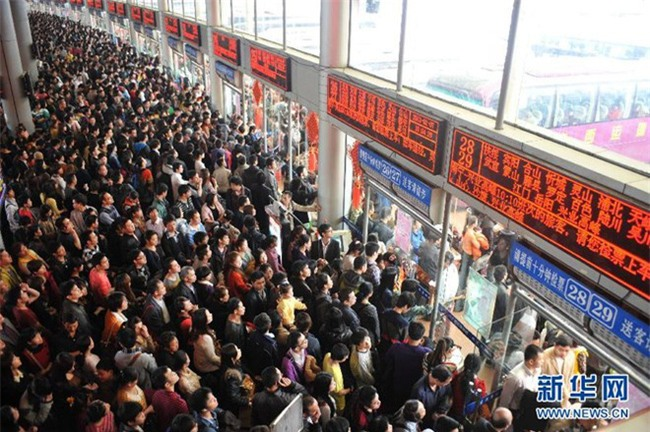 Những hình ảnh chen chúc kinh hoàng trong đợt di cư về quê ăn Tết ở Trung Quốc - Ảnh 5.