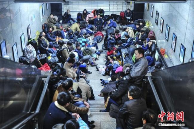 Những hình ảnh chen chúc kinh hoàng trong đợt di cư về quê ăn Tết ở Trung Quốc - Ảnh 27.