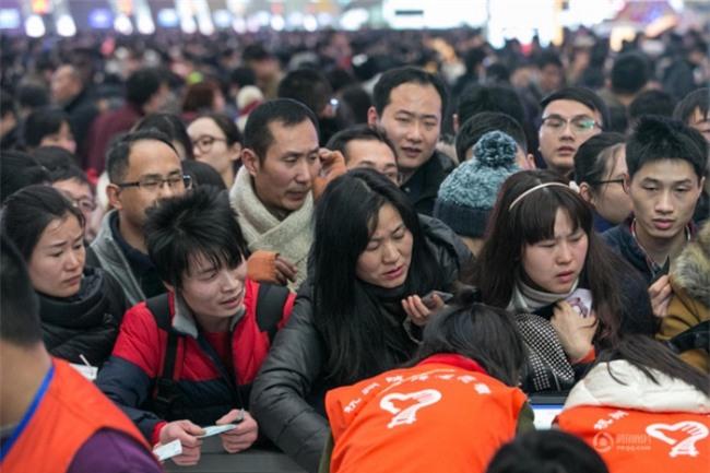 Những hình ảnh chen chúc kinh hoàng trong đợt di cư về quê ăn Tết ở Trung Quốc - Ảnh 29.