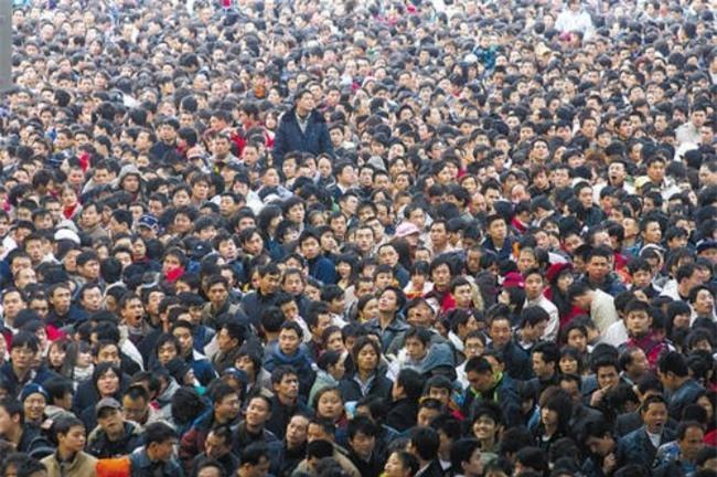 Những hình ảnh chen chúc kinh hoàng trong đợt di cư về quê ăn Tết ở Trung Quốc - Ảnh 13.