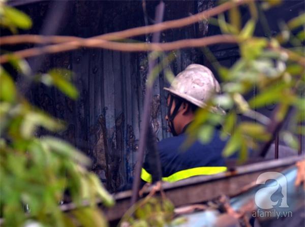 Hà Nội: Cháy lớn thiêu rụi cửa hàng nội thất trên đường Đê La Thành - Ảnh 5.