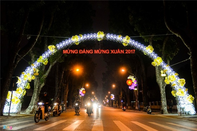 Pho phuong Ha Noi ruc ro don Tet Nguyen dan hinh anh 9