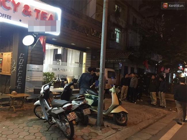 Hà Nội: Nổ súng bắn nhau trên phố Phan Bội Châu, nhiều người hoảng sợ - Ảnh 1.