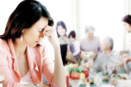 Ăn Tết ở quê chồng là một cực hình với nhiều cô dâu (ảnh minh họa)