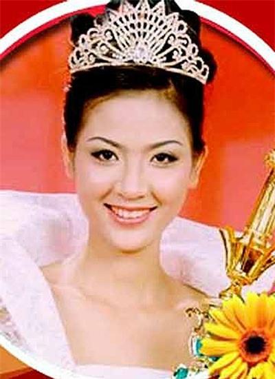 Phan Thu Ngân đăng quang Hoa hậu Việt Nam khi mới 20 tuổi