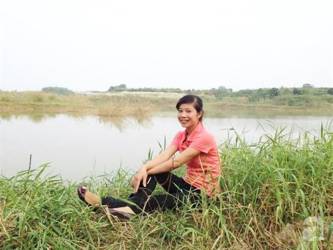 Cận Tết, ghé thăm vườn hồng rộng 900m² với 3000 gốc hồng nở rực rỡ ở ngoại thành Hà Nội - Ảnh 1.