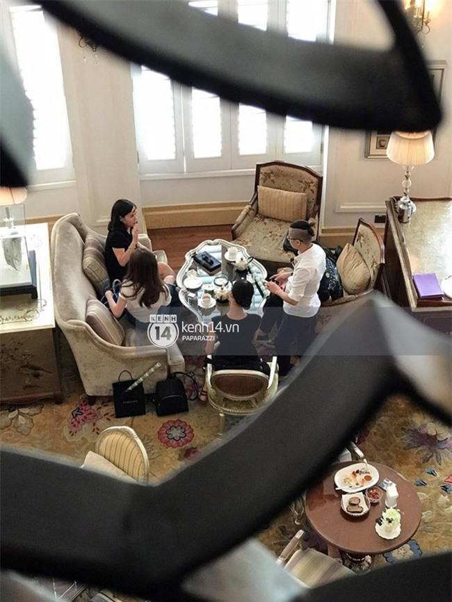 Nữ đại trong buổi đấu giá sim của Ngọc Trinh bị cho rằng từng chụp ảnh thân thiết bên tỷ phú Hoàng Kiều - Ảnh 3.