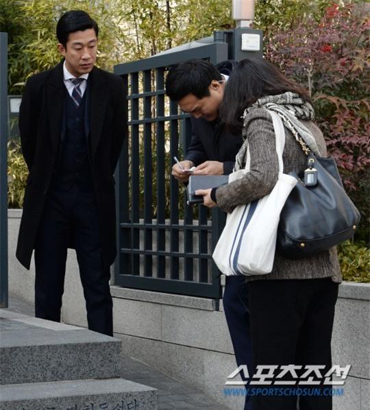 HOT: Ơn giời, nữ hoàng sắc đẹp Kim Tae Hee đã xuất hiện với váy ngắn trong đám cưới cực bí mật - Ảnh 14.