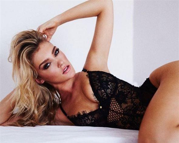 Bệnh binh Liverpool say đắm bên thí sinh Hoa hậu Hoàn vũ - Ảnh 7.