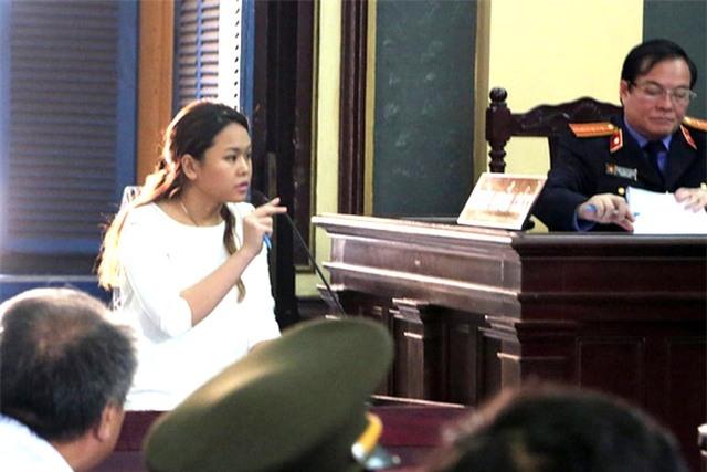Bà Trần Ngọc Bích trình bày được toà.