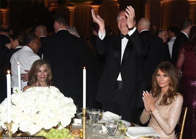 Đây là dạ tiệc trong ánh nến lung linh diễn ra ngay trước ngày nhậm chức của ông Trump. (Ảnh: Dailymail)