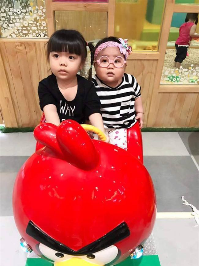 Bé gái 3 tuổi bị mẹ phạt quỳ đốn tim dân mạng vì màn nhận lỗi cực đáng yêu - Ảnh 7.
