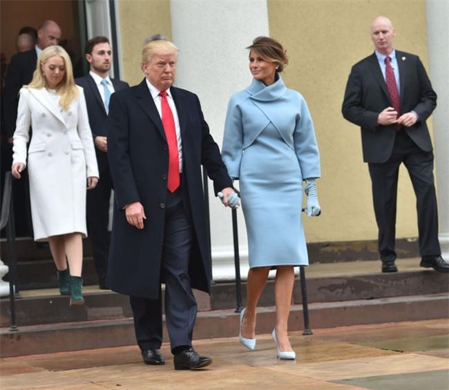 Trong lễ nhậm chức, bà Trump đã xào ngay phong cách thời trang của hai cựu Đệ nhất phu nhân! - Ảnh 2.