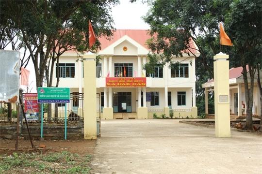 Trụ sở UBND xã Đắk Gằn, nơi cô giáo Tâm xông vào phòng làm việc của công an để đánh người