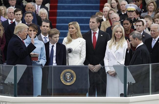 Cậu út nhà Donald Trump lại một lần nữa khiến cư dân mạng dậy sóng bởi hành động vô cùng đáng yêu - Ảnh 11.