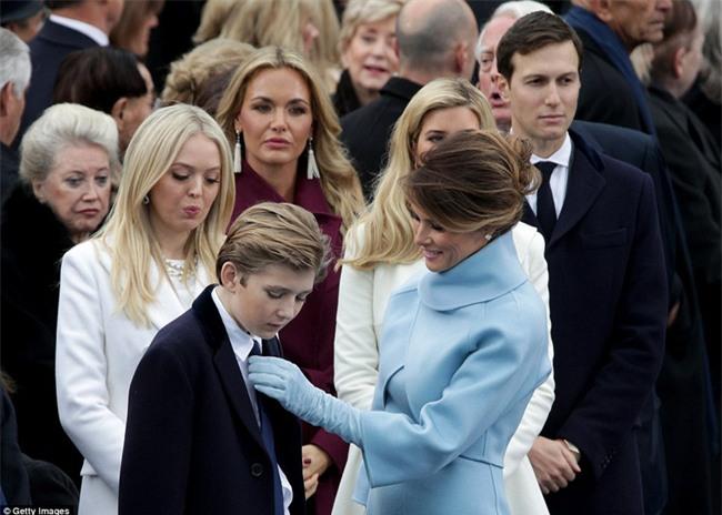 Cậu út nhà Donald Trump lại một lần nữa khiến cư dân mạng dậy sóng bởi hành động vô cùng đáng yêu - Ảnh 6.