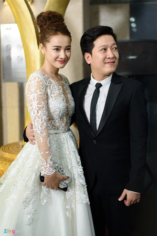 Truong Giang hon Nha Phuong tren tham do hinh anh 1