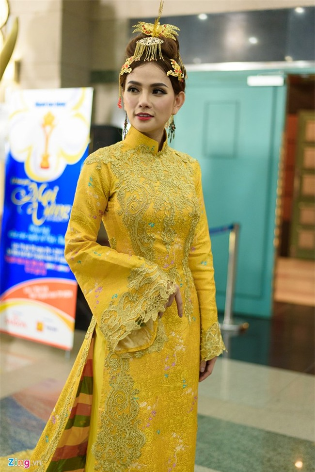 Truong Giang hon Nha Phuong tren tham do hinh anh 13