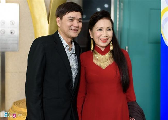 Truong Giang hon Nha Phuong tren tham do hinh anh 4