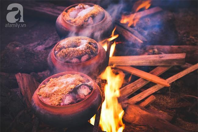 Về làng Vũ Đại giáp Tết, thưởng thức món cá kho đắt gấp trăm lần bình thường mà vẫn cháy hàng - Ảnh 1.