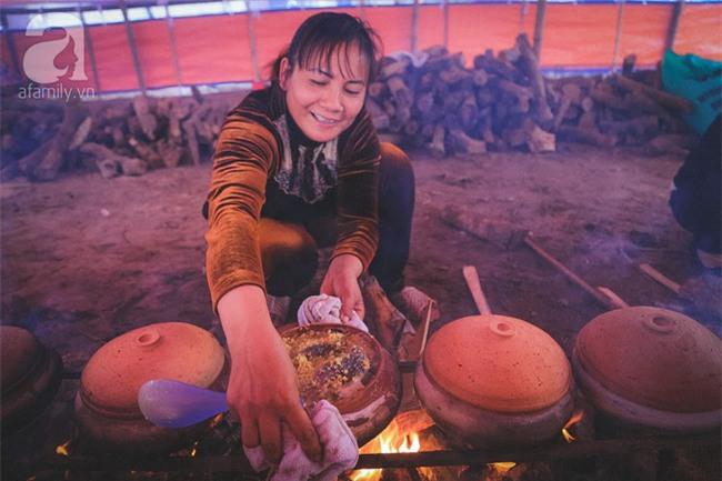 Về làng Vũ Đại giáp Tết, thưởng thức món cá kho đắt gấp trăm lần bình thường mà vẫn cháy hàng - Ảnh 15.