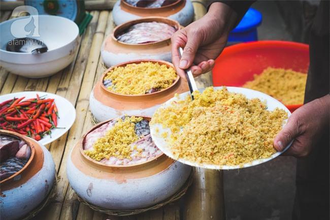 Về làng Vũ Đại giáp Tết, thưởng thức món cá kho đắt gấp trăm lần bình thường mà vẫn cháy hàng - Ảnh 9.