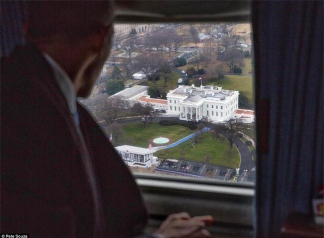 Tổng thống Barack Obama vẫy tay chào tạm biệt lên máy bay, người dân đứng khóc trong tiếc nuối - Ảnh 14.