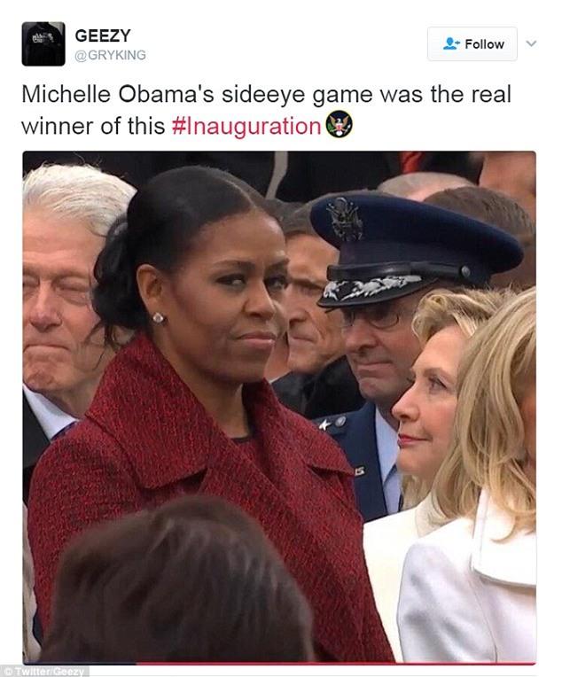 Những biểu cảm của cựu Đệ nhất phu nhân Michelle Obama khi nhận quà từ bà Melania Trump gây xôn xao mạng xã hội - Ảnh 8.