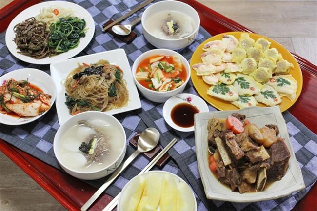 Phong tục thú vị ở những nước đón Tết cổ truyền giống Việt Nam - Ảnh 12.