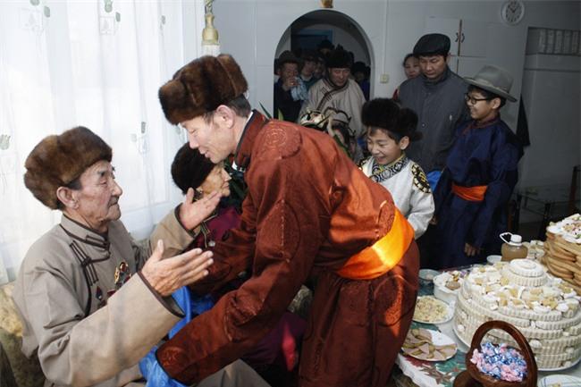 Phong tục thú vị ở những nước đón Tết cổ truyền giống Việt Nam - Ảnh 2.