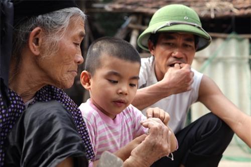 Cặp vợ chồng già lưu giữ tục ăn đất cổ xưa ở Vĩnh Phúc - 10