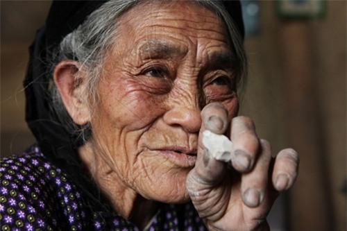 Cặp vợ chồng già lưu giữ tục ăn đất cổ xưa ở Vĩnh Phúc - 15