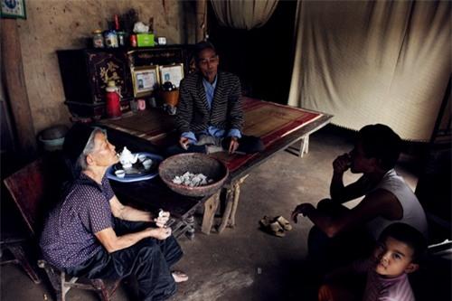 Cặp vợ chồng già lưu giữ tục ăn đất cổ xưa ở Vĩnh Phúc - 3