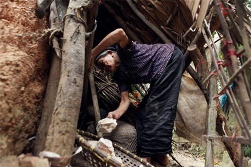 Cặp vợ chồng già lưu giữ tục ăn đất cổ xưa ở Vĩnh Phúc - 4