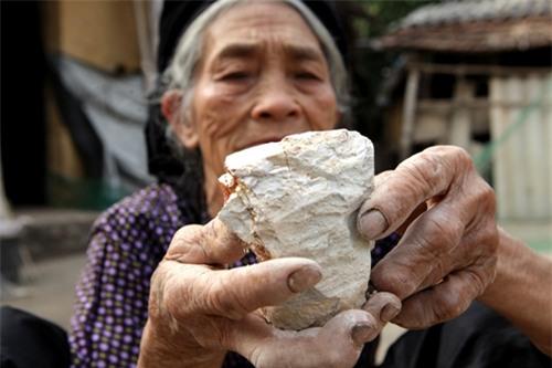 Cặp vợ chồng già lưu giữ tục ăn đất cổ xưa ở Vĩnh Phúc - 9