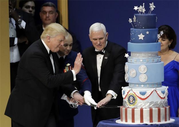 Sau sự cố đạo bài phát biểu của bà Melania lại đến vụ đạo bánh trong lễ nhậm chức của Tổng thống Donald Trump - Ảnh 2.