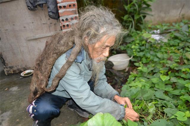 """chuyen ve nguoi dan ong co mai toc """"ma lam"""" 10 nam khong cat - 5"""