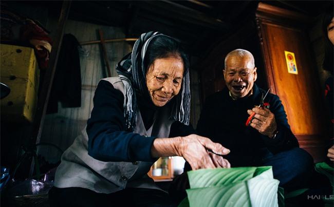 Vợ chồng già nhặt rác ở sông Hồng và cái Tết chưa từng có sau 80 năm