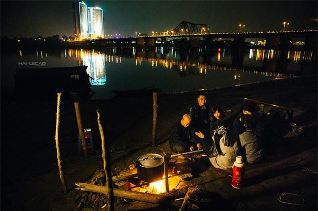 Vợ chồng già nhặt rác ở sông Hồng và cái Tết chưa từng có sau 80 năm - Ảnh 2.