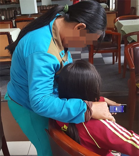 Một bé gái bị xâm hại tình dục nghiêm trọng - Ảnh 1.