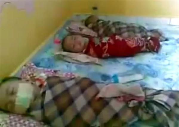 Lại xuất hiện hình ảnh 3 trẻ nhỏ bị bịt miệng, trói chân tay như xác ướp tại trường mầm non gây phẫn nộ - Ảnh 2.