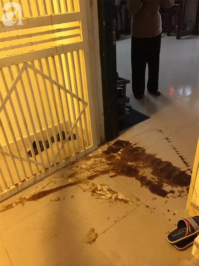 Hà Nội: Đứng ngồi không yên trước Tết Nguyên đán vì bị ném chất thải vào nhà - Ảnh 1.